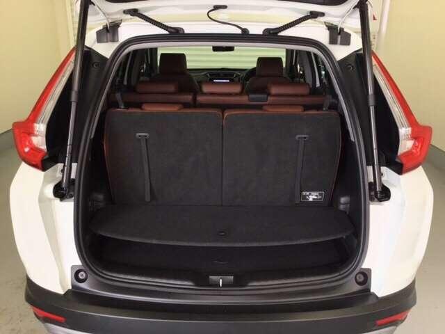 開口部が大きいので、荷物の積み降ろしもスムーズな荷室です。