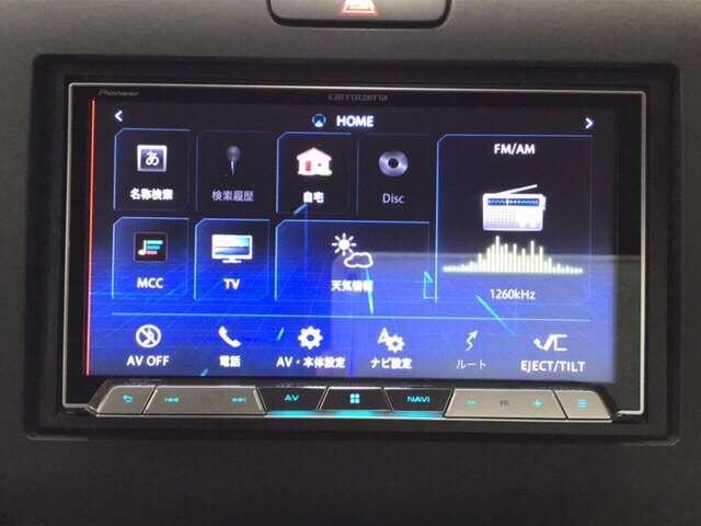 ナビゲーションはフルセグTV、インターナビ対応のカロッツェリアAVIC-CZ900を搭載。室内の除菌・脱臭効果はもちろん美肌効果もあるプラズマクラスター搭載のオートエアコン付きです。