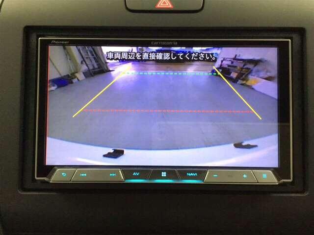 ガイド線付きバックカメラがあると、後方確認や車庫入れが安全にできます。目視・ミラーと合わせて確認してください。