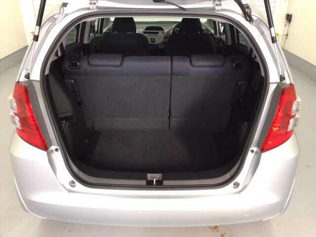 開口部が大きいので、大きな荷物も楽々入れられます。床も低く設計してあるので、毎日の重い買い物袋も楽々積み込めます。
