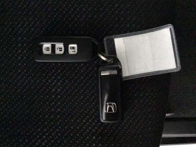 G SSパッケージ スマートキー リアカメラ 横滑り防止装置 4WD ETC シートヒーター ナビTV メモリーナビ フルセグ ABS CD DVD 左パワースライド 盗難防止システム アイドリングストップ SRS(14枚目)