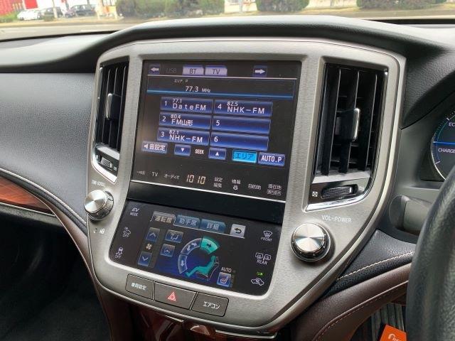 マルチコントロールパネルでオーディオ関係やシートヒーター・ステアリングヒーターなどの調節が可能です。