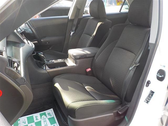 ホールド性の良さそうなフロントシートです。