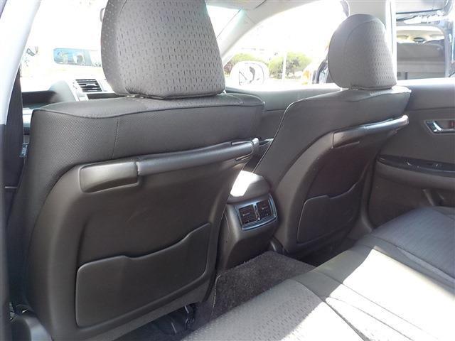 フロントシート後ろにポケットとアシストグリップ付です。