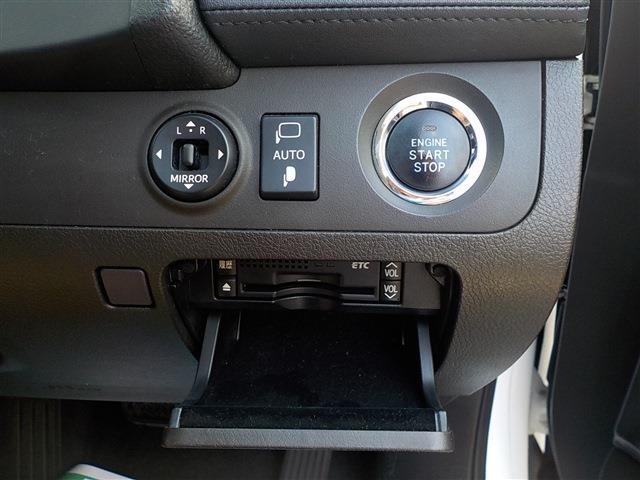 格納機能付ドアミラー調整スイッチ・プッシュスタート・ETC装備。