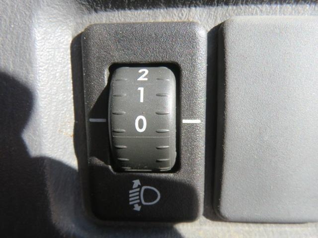 マニュアルレベライザー機能付きです(^^)軽トラでも車内からヘッドライト光軸調整も出来ます(^^)