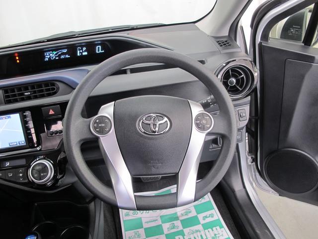 トヨタ アクア S トヨタセーフティセンス メモリーナビ