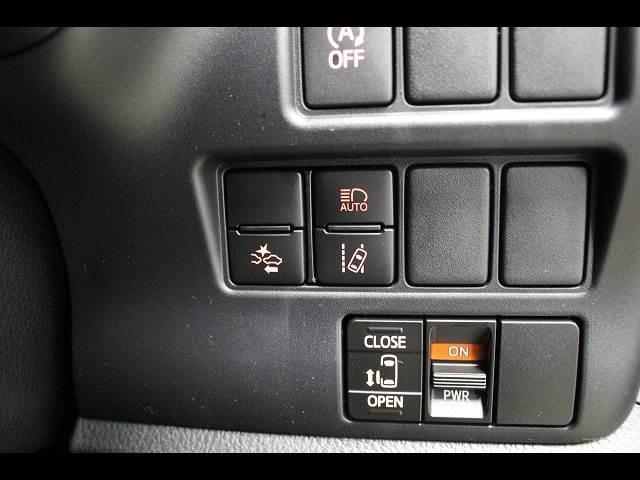 Xi 3列シート8人乗り 登録済未使用車 電動スライドドア(11枚目)