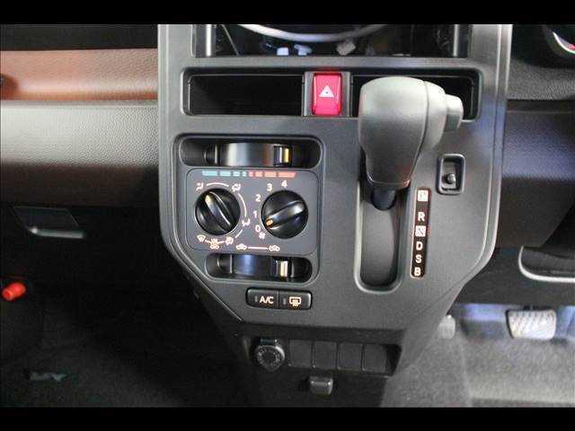 XSA3 片側電動 Bカメラ 登録済未使用車コンパクトカー(16枚目)