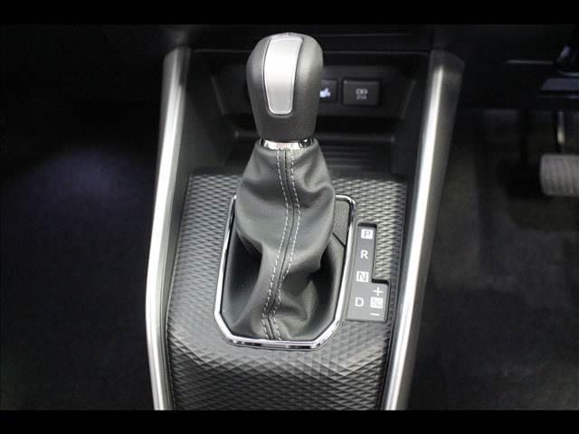 プレミアム プレミアム 4WD 衝突軽減ブレーキサポート 登録済未使用車(17枚目)
