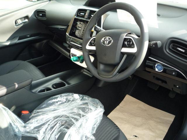 トヨタ プリウス S 登録済未使用車