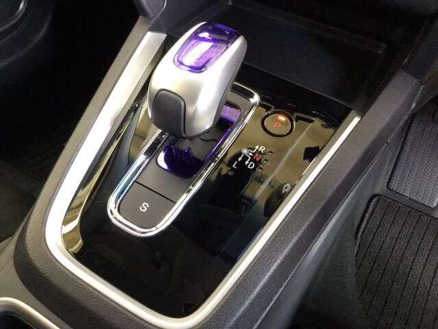 ハイブリッドX 衝突被害軽減ブレーキ ナビ ETC LEDヘッド ナビTV リヤカメラ VSA クルコン スマートキー ETC メモリーナビ ワンセグ キーレス CD オートエアコン 盗難防止システム ABS(7枚目)