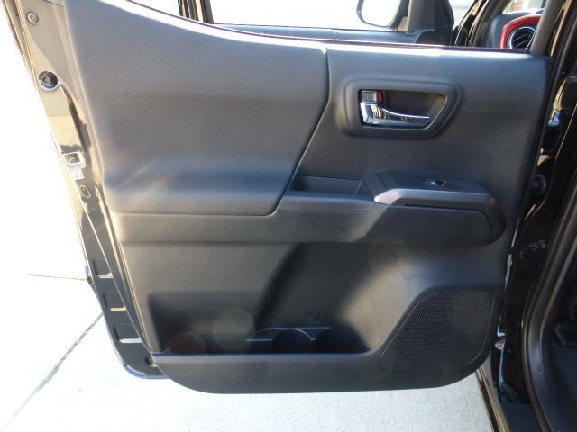 米国トヨタ タコマ ダブルキャブ TRDスポーツ 4WD