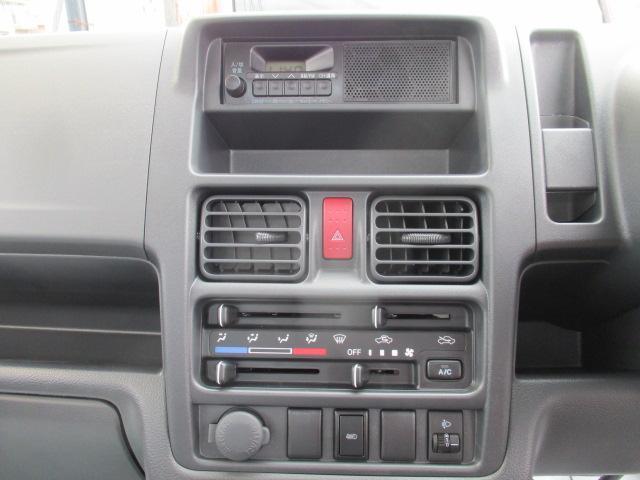 KCエアコン・パワステ 4WD 届出済未使用車 エアコン パワステ Wエアバッグ ABS ラジオ(11枚目)