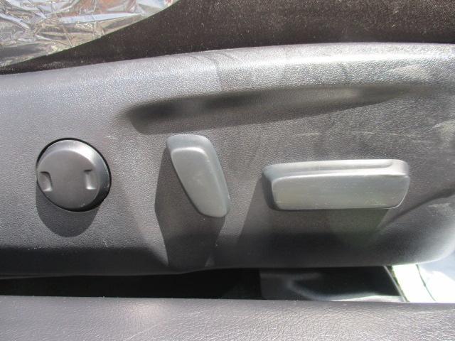 250G Four 4WD フルセグTV・SDナビ バックカメラ ETC 純正16インチアルミ 横滑り防止装置 ステアリングリモコン オートライト HIDヘッドランプ プッシュスタート スマートキー(8枚目)