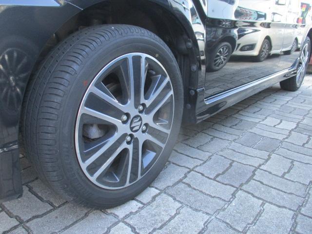 ハイブリッドT 4WD ターボ 純正AW15 衝突被害軽減ブレーキ レーンアシスト 横滑り防止装置 シートヒーター クルーズコントロール パドルシフト ヘッドアップディスプレイ オートライト LEDヘッドランプ(6枚目)