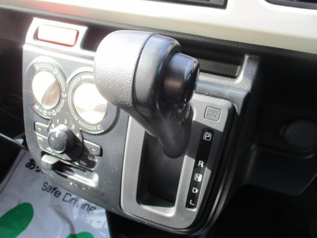 S 4WD SDナビ バックカメラ ETC 衝突被害軽減ブレーキ レンタカーアップ シートヒーター アイドリングストップ 横滑り防止装置 キーレス USB接続可(12枚目)