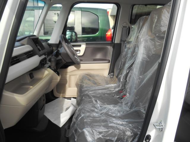 広くゆったり座れるベンチシートタイプです!!軽自動車とは思えないぐらいゆったり乗れますよ☆