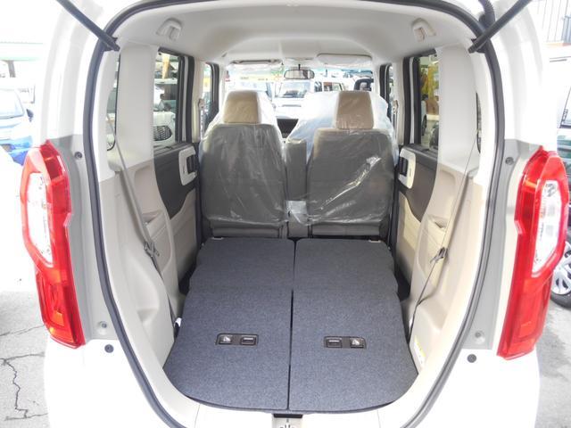大きな荷物も積める広々空間☆後席を収納すると奥行きたっぷりな積載空間に早がわり。買い物やレジャー、小旅行などにも活躍します☆