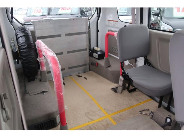 車いす移動車 電動固定装置 スローパー 切替4WD(19枚目)