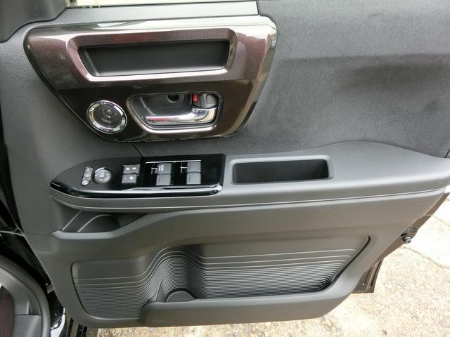 運転席・助手席ともにドア側収納多数で便利!