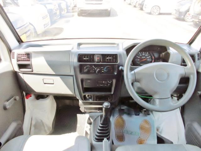 内装クリーニング済み☆アシストでは全車内装クリーニング専門スタッフが隅々まで丁寧にクリーニングしてます♪ん〜奇麗な車で彼女とドライブしちゃお♪