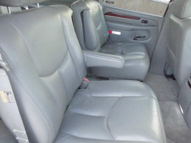 キャデラック キャデラック エスカレード 4WD 3シート付き2シートキャプテン2002年式