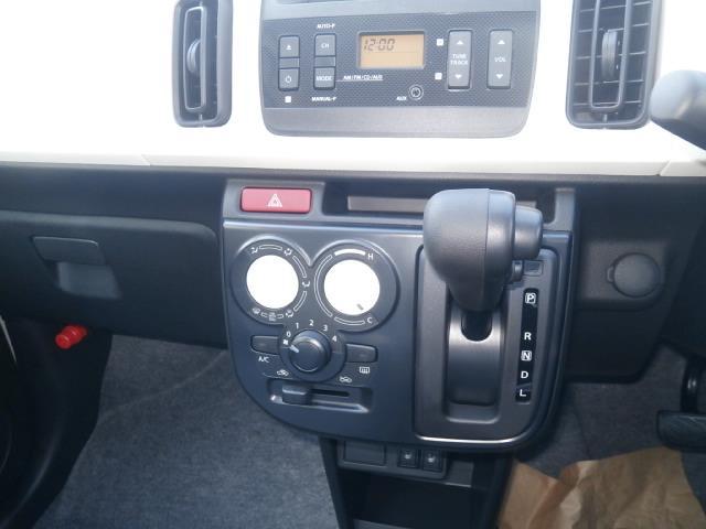 スズキ アルト L4WD登録済未使用車エネチャージCD付