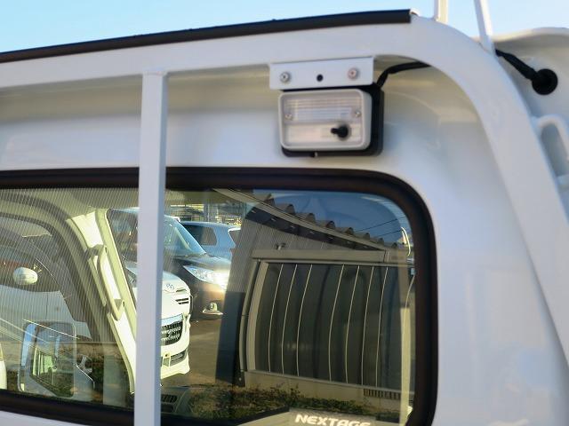 KX 4WD 5MT キーレス パワーウィンドウ 衝突安全 CD 荷台ライト(8枚目)
