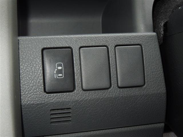 トヨタ ノア Si 左側オートスライドドア
