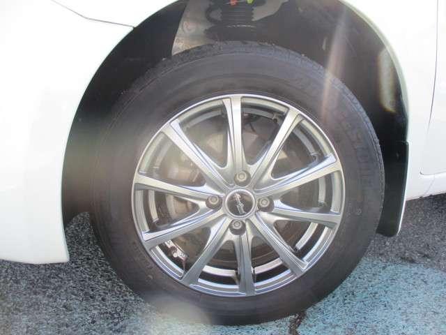 日産プリンスでは、ミシュラン、ヨコハマ、ブリジストンなど、様々なメーカーのタイヤを販売しています。お客様のお好みはどれでしょうか?