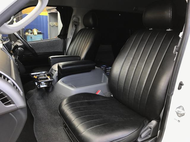 トヨタ ハイエースワゴン ベッドキット ナビリアモニター 18インチ LEDテール