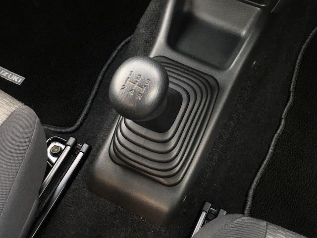 XC ワンオーナー 切替4WD ターボ リフトアップ 純正オーディオ 電動格納ミラーフォグランプ ミラーヒーター ルーフレール 純正フロアマット キーレス  フォーバイフォーエンジニアリング16インチAW(9枚目)