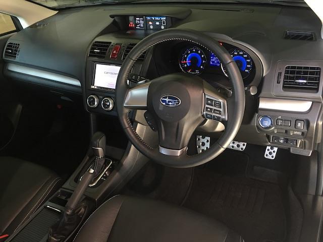 ワンオーナー フル4WD オートデュアルエアコン Pステアリング クルコン HID 革シート シートエアコンヒーター 前席Pシートシート 純正フロアマット ETC メモリーナビ フルセグTV(7枚目)