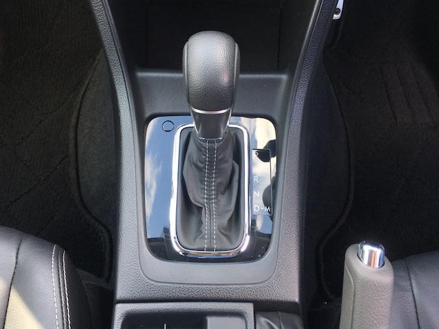 ワンオーナー フル4WD オートデュアルエアコン Pステアリング クルコン HID 革シート シートエアコンヒーター 前席Pシートシート 純正フロアマット ETC メモリーナビ フルセグTV(11枚目)
