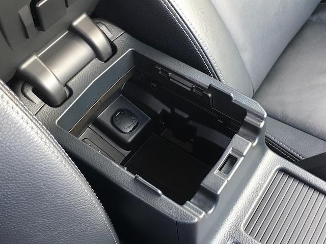 ワンオーナー フル4WD オートデュアルエアコン Pステアリング クルコン HID 革シート シートエアコンヒーター 前席Pシートシート 純正フロアマット ETC メモリーナビ フルセグTV(16枚目)