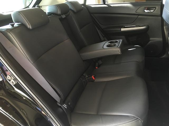 ワンオーナー フル4WD オートデュアルエアコン Pステアリング クルコン HID 革シート シートエアコンヒーター 前席Pシートシート 純正フロアマット ETC メモリーナビ フルセグTV(21枚目)