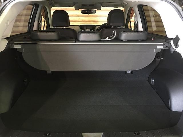 ワンオーナー フル4WD オートデュアルエアコン Pステアリング クルコン HID 革シート シートエアコンヒーター 前席Pシートシート 純正フロアマット ETC メモリーナビ フルセグTV(27枚目)