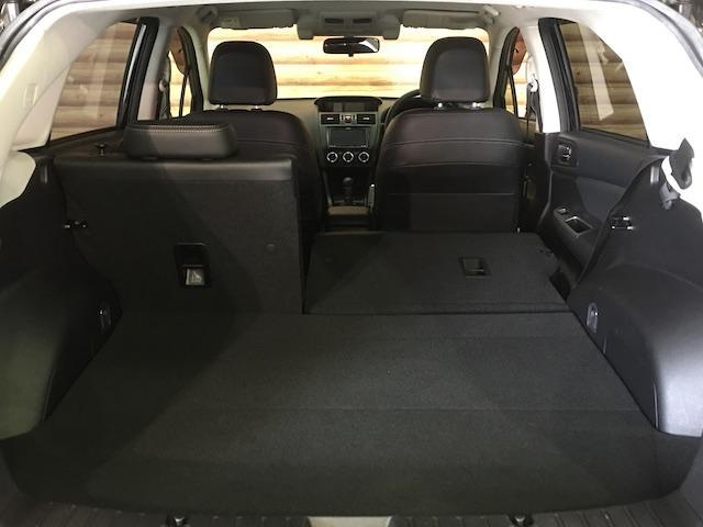ワンオーナー フル4WD オートデュアルエアコン Pステアリング クルコン HID 革シート シートエアコンヒーター 前席Pシートシート 純正フロアマット ETC メモリーナビ フルセグTV(28枚目)