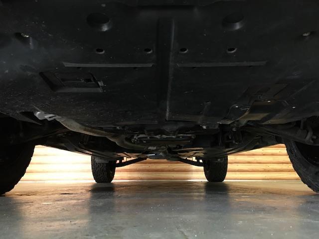 ワンオーナー フル4WD オートデュアルエアコン Pステアリング クルコン HID 革シート シートエアコンヒーター 前席Pシートシート 純正フロアマット ETC メモリーナビ フルセグTV(32枚目)