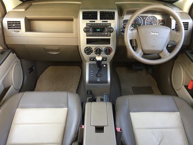 リミテッド 4WD サンルーフ クルコン レザーシート/前席シートヒーター サイドカメラ ETC Bostonプレミアムオーディオ 純正17インチAW ルーフレール キーレスキー フロアマット 革巻ステアリング(4枚目)