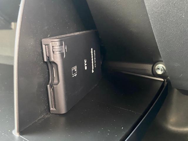ベースグレード フロントランナールーフトップテント リフトアップ2インチ サイドステップ BFグッドリッチM/T KM3/17インチタイヤ新品 LEDウインカー ストラーダSDナビ フルセグTV ETC BT(51枚目)