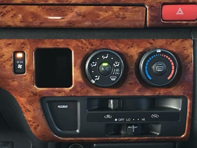 GL 4WD ローダウン ブラックアウトカスタム インナーブラックヘッドライト パワスラ トーヨーH20ホワイトレター フリップダウンモニター オーバーフェンダー ウッドコンビハンドル 木目調パネル(8枚目)