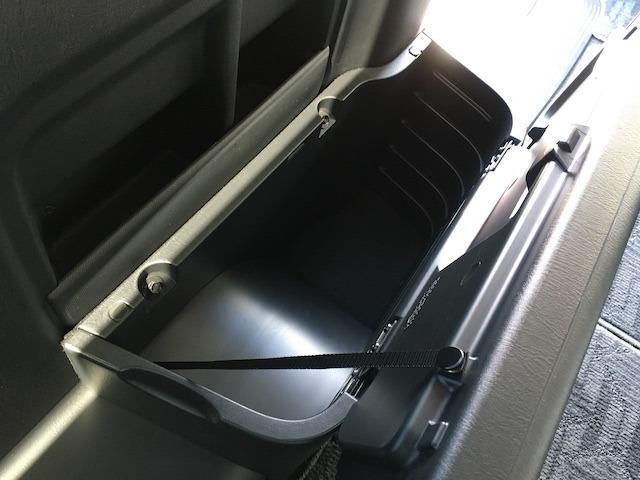 GL 4WD エセックス18AW モデリスタフロントスポイラー&グリル ローダウン 100V電源 LEDヘッドライト パワースライドドア スマートキー 新品ALPINEフリップダウンモニター 新品シートカバ(46枚目)