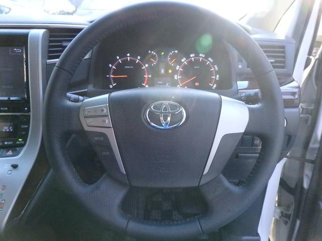 黒を基調としたデザインと、スッキリとした運転席周りで快適なドライブを楽しめます(^^♪