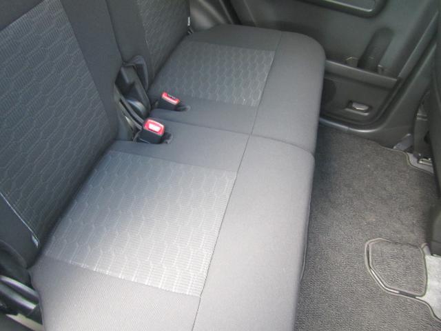 後席左右独立式のシートスライド&リクライニング機能搭載です!後席にお座りの方もゆったりくつろげますよ!