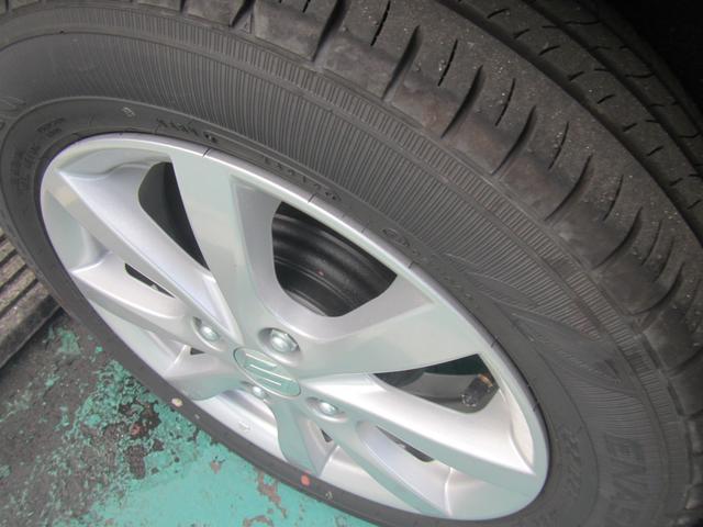 タイヤサイズは165/55R15です。