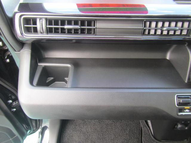 【収納】助手席前には紙パック対応のドリンクホルダー、ティッシュ箱が置けるトレー。