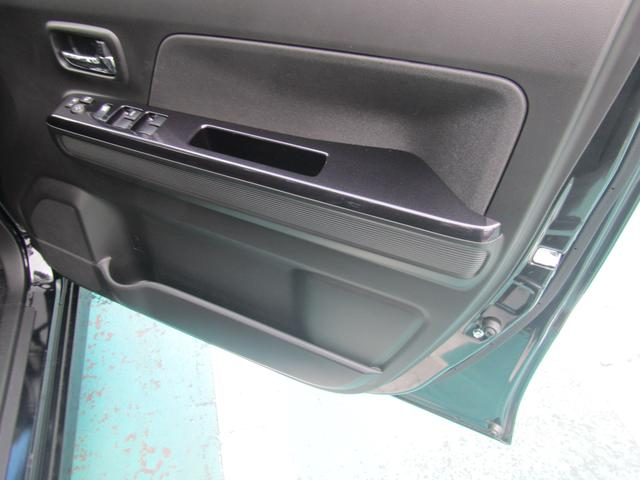 【収納】運転席ドアポケットです。ペットボトルやちょっとした小物の収納が可能です!
