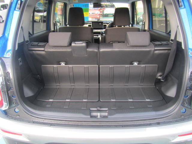 後席の背面やラゲッジフロアは汚れをふき取りやすい素材を採用しました♪荷物の多さ・大きさに合わせたシートアレンジが可能♪後席シートを前に倒せば荷室床とほぼフラットになるので使い勝手が良いですよ!